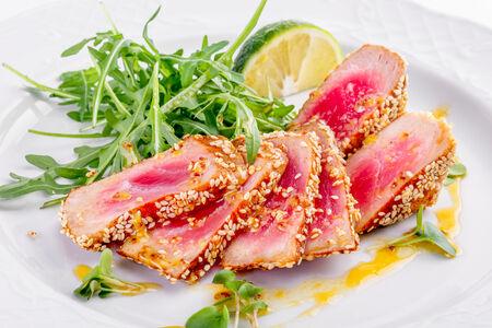 Филе тунца в кунжутной корочке
