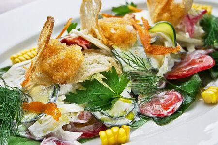 Салат Садовые овощи с икрой щуки