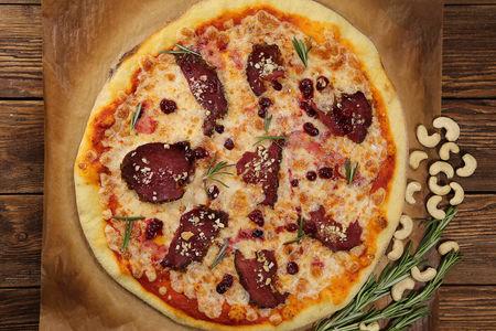 Пицца Викингов с мясом и клюквой