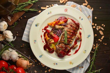 Подкопченая утиная грудка с печеными овощами