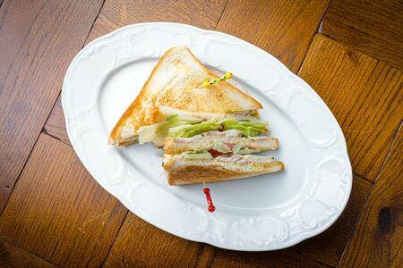 Большой клаб-сэндвич