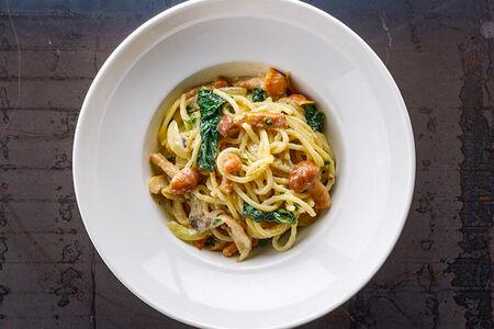 Спагетти с грибами и трюфельным маслом