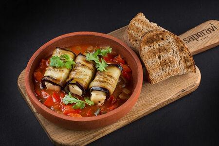 Баклажаны с сулугуни и соусом из томатов со специями