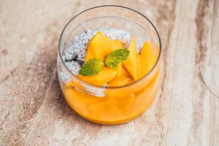 Чиа на кокосовом молоке с манго