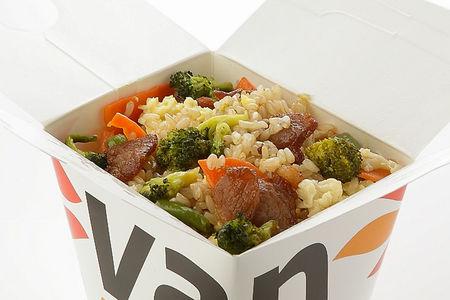 Вок рис цельнозерновой с шиитаке и брокколи в соусе