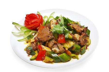 Салат с говядиной и битыми огурцами