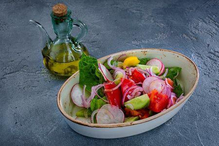 Из свежих овощей с маслом оливковым