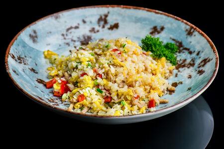 Рис жаренный со свининой и овощами