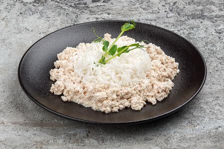 Припущенное рубленное куриное филе с рисом