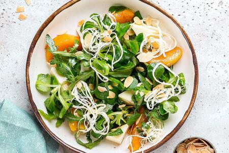 Салат с жареными персиками