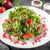 Фото к позиции меню Теплый салат с телятиной и зеленью