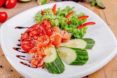 Салат Европейский с лососем слабой соли