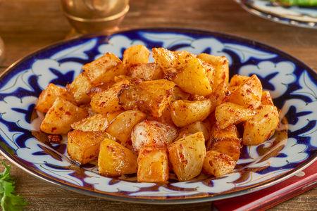 Картофель, запеченный с аджикой