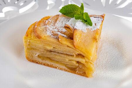 Песочный пирог с яблоком