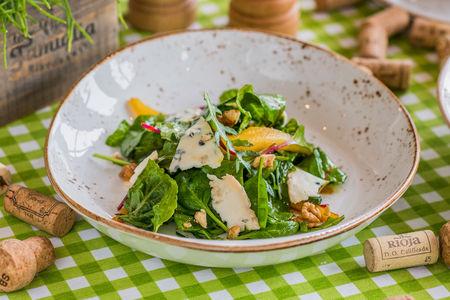 Салат с пикантной Горгонзолой и грушей