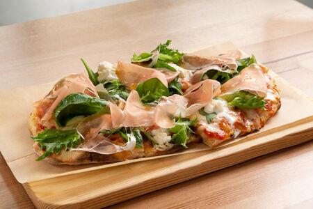 Пицца Буррата и парма