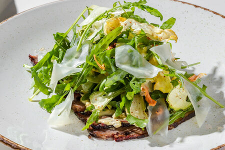 Салат с копченым брискетом