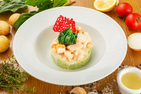Морепродукты со шпинатом на пюре из брокколи