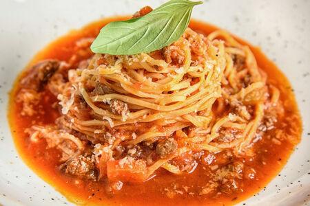 Спагетти с домашним соусом болоньезе