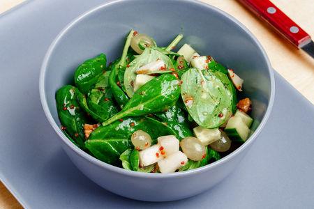 Салат с грушей и медово-горчичной заправкой
