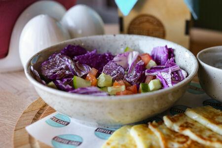 Салат с халуми