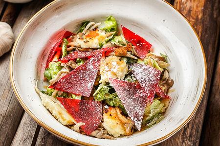 Салат с вешенками и копченым сулугуни