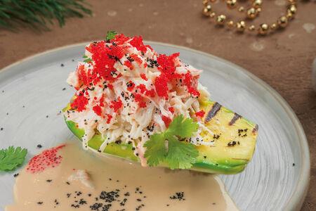 Краб на авокадо в кокосовом соусе