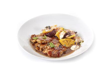 Цыпленок с осенними овощами под соусом Демиглас угорь