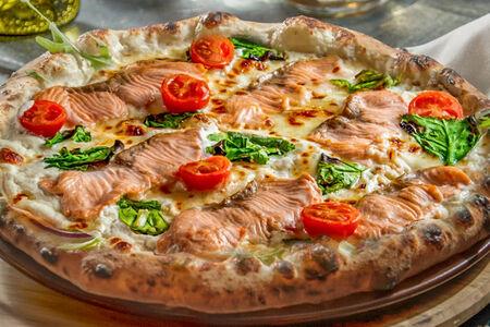 Пицца Бьянка с лососем