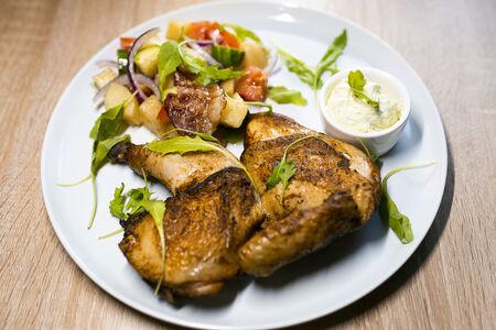 Половина копченого цыпленка