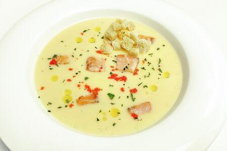 Крем-суп с лососем и икрой