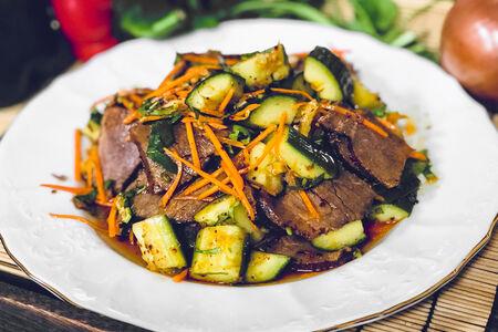 Салат из говядины с битым огурцом