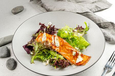 Запеченный лосось под сладким соусом