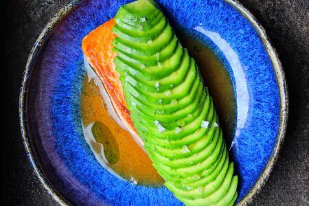 Форель гриль с авокадо