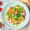 Фото к позиции меню Теплый салат с курицей и копченым сыром сулугуни