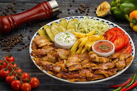 Донер-кебаб на тарелке