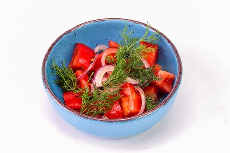 Спелые томаты с красным луком