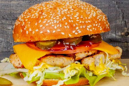 Бургер с рубленым куриным мясом