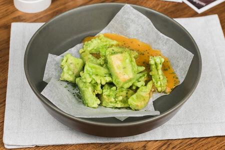 Авокадо темпура с овощным соусом