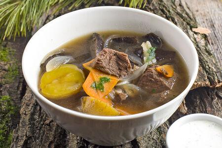 Похлёбка из лесных грибов с мясом марала