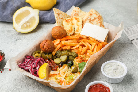 Вегетарианское Мезе - тарелка греческих закусок