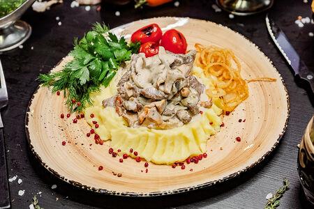 Бефстроганов из говядины с белыми грибами