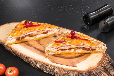 Сэндвич на гриле с сырами