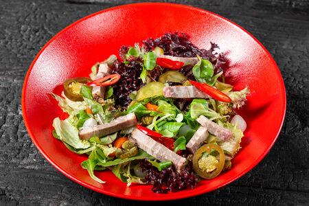 Салат с брискетом