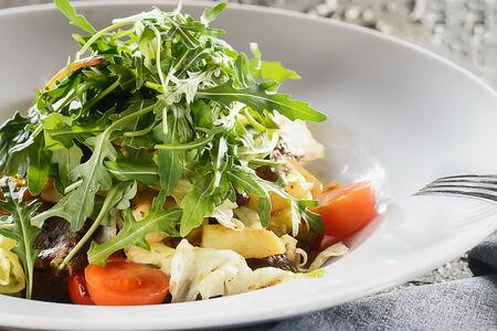 Салат с говядиной и печёными овощами