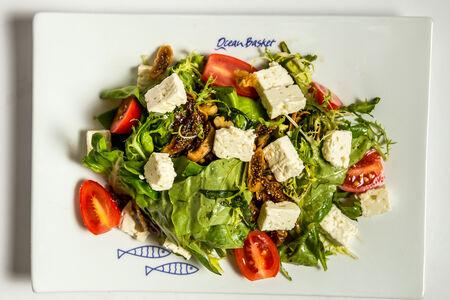 Микс-салат с фетой и инжиром