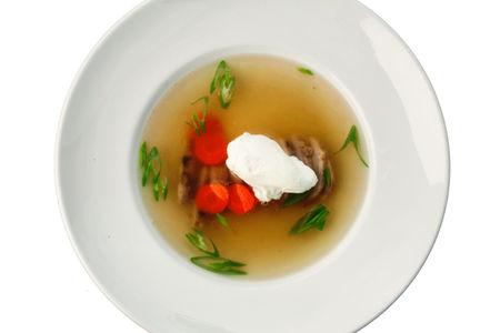 Суп Консоме с яйцом пашот