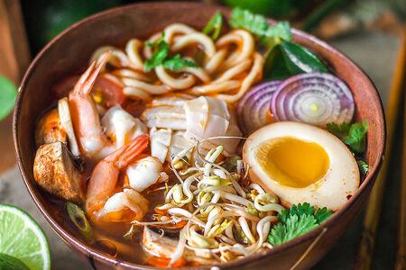 Суп Рамэн Том Ям с морепродуктами
