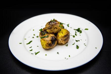 Картофель молодой на углях