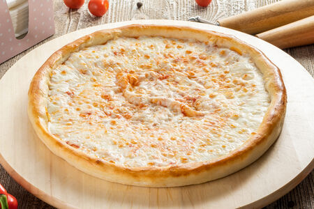 Пицца Четыре сыра с сырным бортом